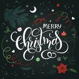 Vector a rotulação tirada mão - Feliz Natal - com elementos decorativos da garatuja - flor da poinsétia Foto de Stock