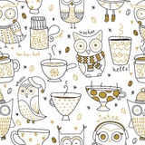 Vector seamless pattern with cute owls in warm clothes and cute cups with coffee and tea. Golden glitter effect. Royalty Free Stock Photos