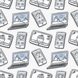 Vector seamless pattern with laptops, smartphones and tablets in Royalty Free Stock Photography