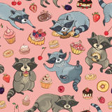 Vector seamless pattern with raccoons and cakes Royalty Free Stock Photography