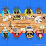 Vector a sessão de reflexão e a reunião do homem de negócios sobre a tabela de madeira Imagem de Stock