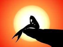 Vector a silhueta de uma sereia que senta-se em uma rocha Imagem de Stock Royalty Free