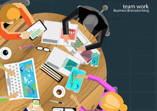 Vector team work businessman Brainstorming Analysis of the marketing plan. With pencils, pens, paper files Tablet Notebook task, leveraging the work in Royalty Free Stock Images