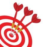 Vector três dardos vermelhos no mesmo alvo Imagens de Stock