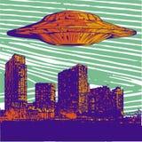 Vector UFO иллюстрации с светлым летанием над городом на ноче иллюстрация вектора