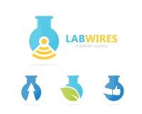 Vector van fles en wifiembleemcombinatie Laboratorium en signaalsymbool of pictogram Unieke fles en radiologotypeontwerp Stock Foto's