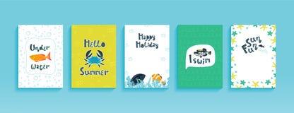 Vector vastgestelde malplaatjes van leuke prentbriefkaaren, vliegers, affiches of banners met grappige overzeese dieren stock illustratie