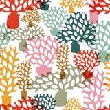 Vector veelkleurig naadloos patroon met hand getrokken krabbelbomen Stock Afbeelding