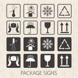 Vector verpakkende symbolen op houten achtergrond De pictogramreeks met inbegrip van breekbaar, deze kant omhoog, handvat zorvuld royalty-vrije illustratie