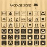 Vector verpakkende symbolen op realistische kartonachtergrond Het verschepen pictogramreeks met inbegrip van breekbaar recycling, stock illustratie