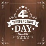 Vector vintage independencia la muestra americana del 4 de julio en el fondo de madera Imagen de archivo libre de regalías