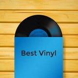 Vector Vinylaufzeichnung in der Abdeckung auf hölzernem Hintergrund Lizenzfreie Stockfotografie