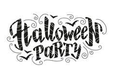 Vector vlak die Halloween-het van letters voorzien citaatontwerp met krabbelelementen op witte achtergrond worden geïsoleerd Stock Foto