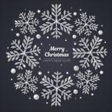 Vector Vrolijke Kerstmis en de Gelukkige kaart van de Nieuwjaargroet Zilveren sneeuwvlokken op zwarte achtergrond Royalty-vrije Stock Foto