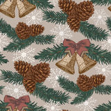 Vector Weihnachtsnahtloses Muster mit Tannenbaum, Tannenzapfen, Glocken in der Weinleseart Stockfotos