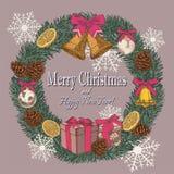Vector Weinlese Weihnachtskarte mit Kranz des Tannenbaums, Tannenzapfen, Glocken, getrocknete Orangen Lizenzfreie Stockfotos