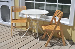 Vector y sillas de patio del café Fotografía de archivo libre de regalías