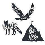 Vector zwart-wit uitstekende reeks pictogrammen, emblemen, emblemen en etiketten Dierensilhouetten, bergen In ontwerpelementen In stock illustratie