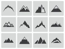 Vector zwarte geplaatste bergenpictogrammen Stock Afbeeldingen