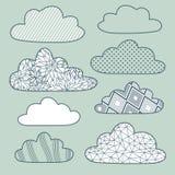 Vectordiewolken op blauw worden geplaatst Stock Afbeelding