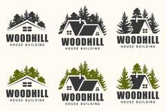 Vectorembleemontwerp van een een bomensilhouet en plattelandshuisje stock illustratie