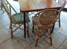 Vectores y sillas de Café fotografía de archivo