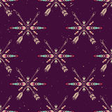 Vectorgrunge naadloos patroon met gekruiste etnische pijlen en stammenornament Stock Afbeeldingen