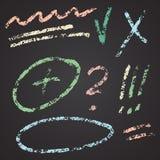 Vectorhand getrokken die cijfers en notaelementen op bord worden geplaatst Abstracte vectorkrijtillustratie vector illustratie