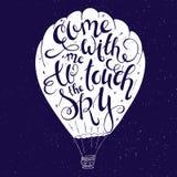 Vectorillustratie van hand het van letters voorzien inspirerend die citaat - met me is gekomen om de hemel in ballonsilhouet te r stock illustratie