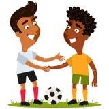 Vectorillustratie van twee vriendschappelijke beeldverhaalvoetballers die zich op voetbalgebied bevinden met de bal het schudden  royalty-vrije illustratie