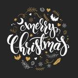 Vectorkerstmishand het van letters voorzien uitdrukking - vrolijke Kerstmis met takken, de wervelingen, de bloemen, de engelen en vector illustratie