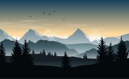 Vectorlandschap met silhouetten van bomen, heuvels en nevelige bergen en ochtend of avondhemel vector illustratie