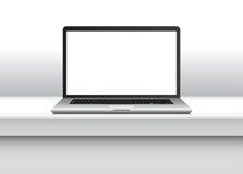 Vectornotitieboekje, met het lege scherm op bureau in bureaubinnenland Stock Fotografie