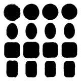 Vectorreeks inkt-bevlekte ovale, ronde, rechthoekige, vierkante grungestickers met ongelijke ruwe randen stock illustratie