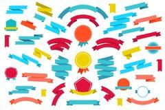 Vectorreeks kleurrijke lege retro linten en vector illustratie
