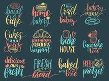 Vectorreeks uitstekende van letters voorziende etiketten van de bakkerijhand Typografieontwerp, kalligrafieinzameling met koekjes Stock Foto