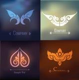 Vectorreeks van Thais ornamentontwerp en decoratie op onduidelijk beeldachtergrond Stock Afbeeldingen