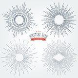 Vectorreeks Zwarte Zonnestralen Grafische Elementen De uitstekende etiketten isoleert op Wit voor Uitnodigingen, Groetkaarten, Af stock illustratie