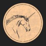 Vectorsilhouet van een eenhoorn Zwarte en beige schets voor een prentbriefkaar of een embleem Met de hand gemaakte krabbel royalty-vrije illustratie