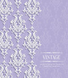 Vectorviolet vintage invitation card met Bloemendamastpatroon Stock Foto