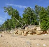 Veczemju Clifs Czerwone skały, Latvia Ochraniający Latvian Geological i Geomorfologiczny Naturalny zabytek zdjęcia stock
