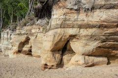 Veczemju Clifs Czerwone skały, Latvia Ochraniający Latvian Geological i Geomorfologiczny Naturalny zabytek fotografia stock