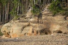 Veczemju Clifs Czerwone skały, Latvia Ochraniający Latvian Geological i Geomorfologiczny Naturalny zabytek obrazy stock