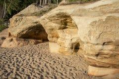 Veczemju Clifs Czerwone skały, Latvia Ochraniający Latvian Geological i Geomorfologiczny Naturalny zabytek obrazy royalty free