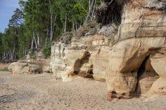 Veczemju Clifs Czerwone skały, Latvia Ochraniający Latvian Geological i Geomorfologiczny Naturalny zabytek zdjęcie stock
