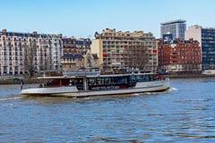 Vedette de París sobre el río Sena - París, Francia Fotos de archivo libres de regalías