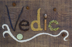 Vedic gespeld in ayurvedakruiden en zaden stock foto