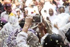 Vedova indiana che celebra holi a Vrindavan immagine stock libera da diritti