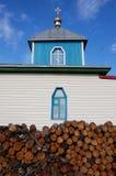 Vedtrave på kristen kyrklig byggnad arkivfoton