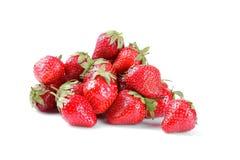 Veel aardbeien op witte geïsoleerde achtergrond Stock Foto